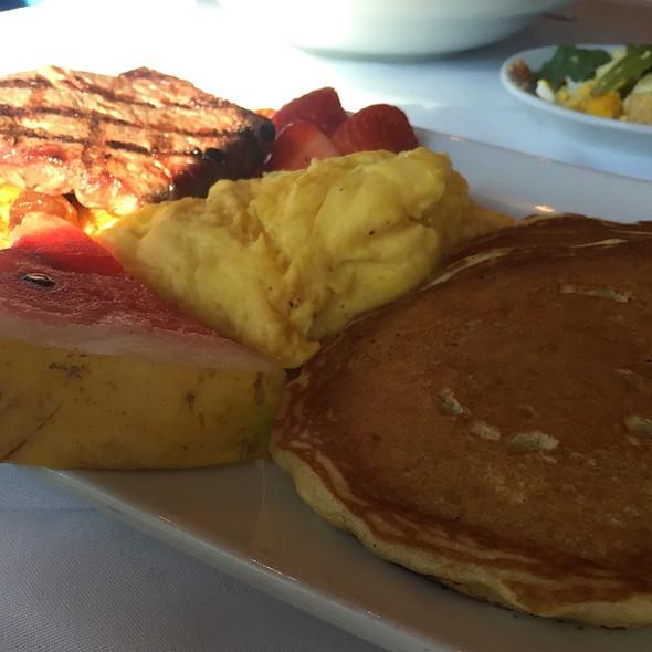 Sunday Breakfast @ Cappy's