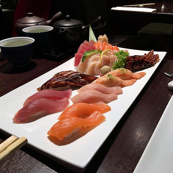Nigiri Sushi &Sashimi