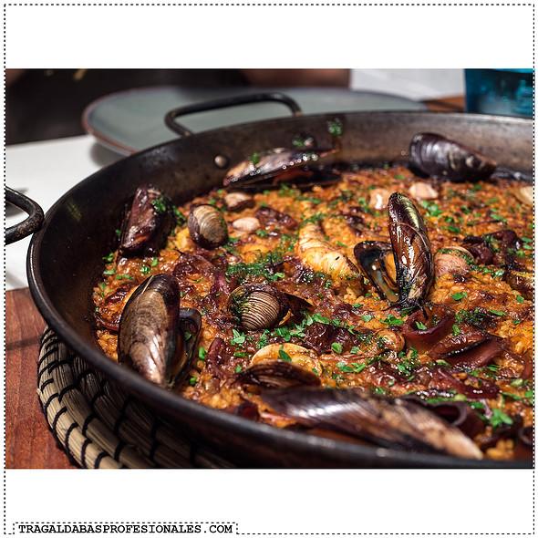 Fish and seafood paella @ Barraca