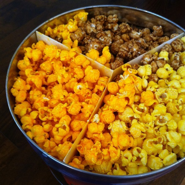 Chicago Mix Popcorn @ Garrett Popcorn Shop
