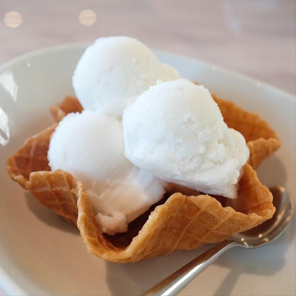 Coconut Icecream @ Coffee Bean By Dao @ Paradise Park