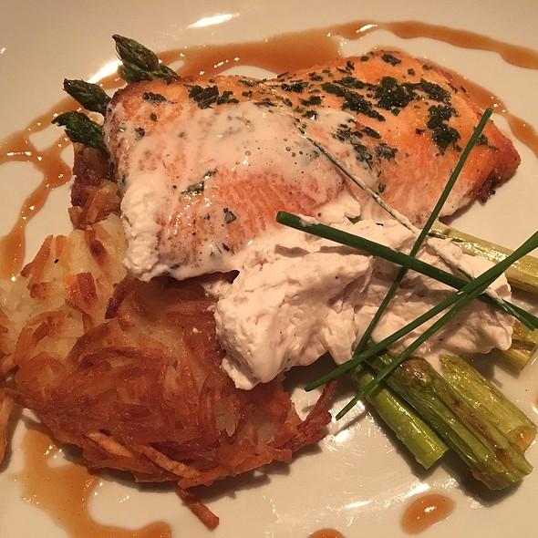 Salmon @ Hubbard Grille