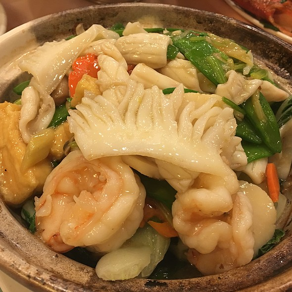 Seafood and Tofu Clay Pot @ East Harbor Seafood Palace