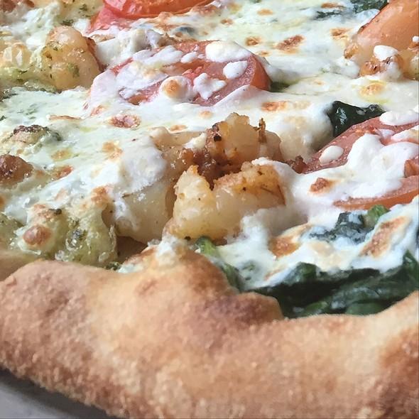 Shrimp, Pesto, Spinach And Tomato Pizza @ Ariano