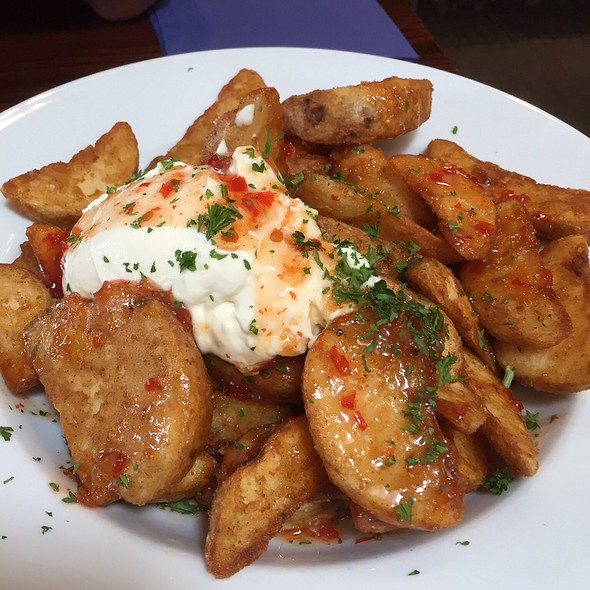 Wedges With Sweet Chilli & Sour Cream