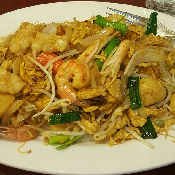 Stir-fried Vermicelli Noodles with Seafood