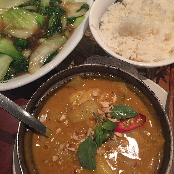 Claypot Seafood Curry With Rice And Greens In Oyster Sauce @ Mien Tay