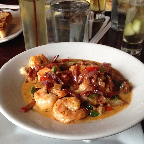 Shrimp and Grits @ Teavolve Cafe & Lounge