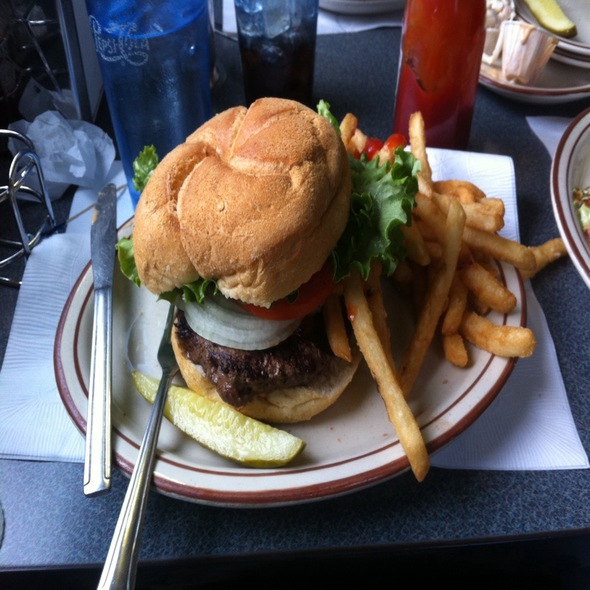 Deluxe Angus @ Historic Village Diner