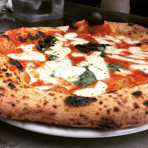 Pizza Margherita @ Il Pizzaiolo Market Square