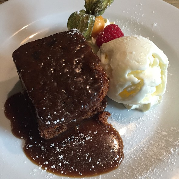 Sticky toffee pudding with vanilla ice cream @ George And Dragon Inn