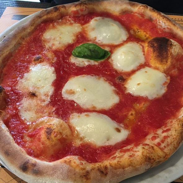 Pizza Bufalina @ O' Sole 'E Napule