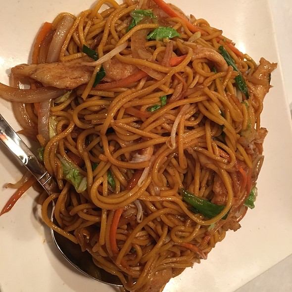 Chicken Lo Mein @ Rainbow Garden