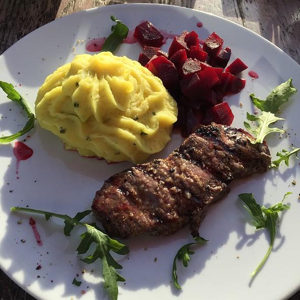 Steak, Mash & Beets