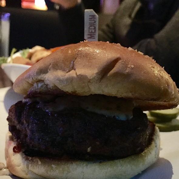 Truffle Cheeseburger @ Yard House