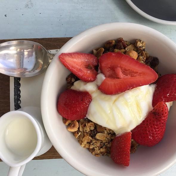 Fruits And Yogurth