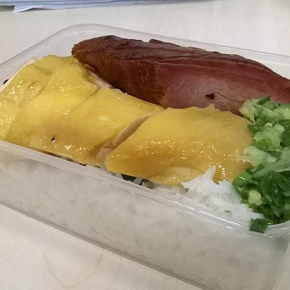 叉雞飯 BBQ Pork and Chicken on Rice