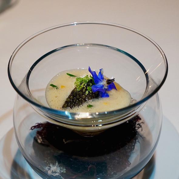 Panna cotta of cauliflower, crab velouté, ossetra caviar @ Sixteen