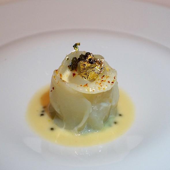 Scallop blossom, ossetra caviar, sake cream @ Sixteen