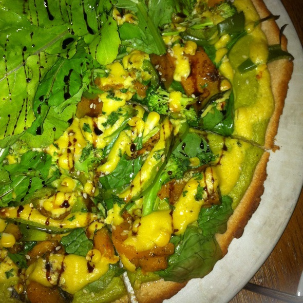 Pesto Perfecto Vegan Pizza @ Threeworlds Organic Cafe