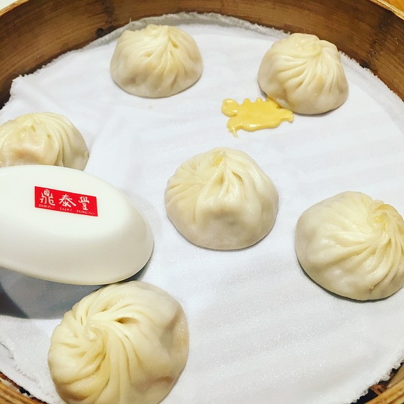 crabmeat and pork xiao long bao