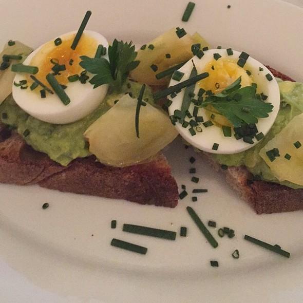 Avocado Tartine @ French Louie