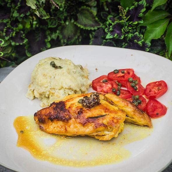 Mustard-marinated chicken breast with tomatoes, mash and capers @ Villa Strelitzia