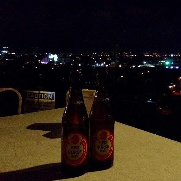 Red Horse Beer @ Nipa Hut