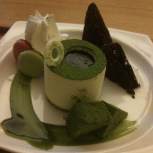 Green tea Cake @ 八月居