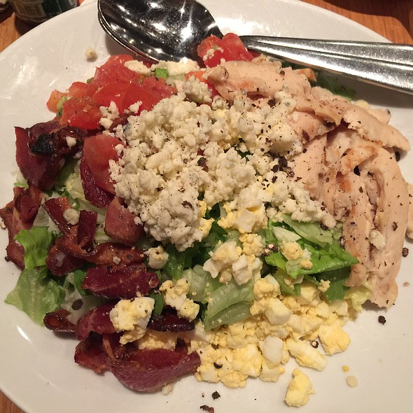 California Cobb Salad With Grilled Chicken