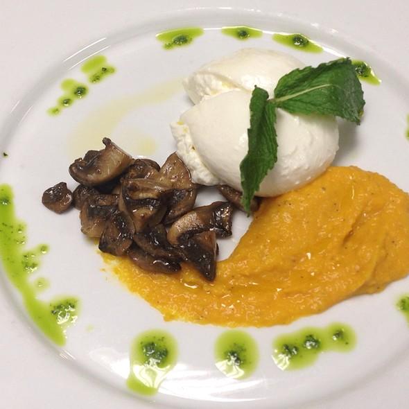 Burrata Mozzerella With Black Truffles