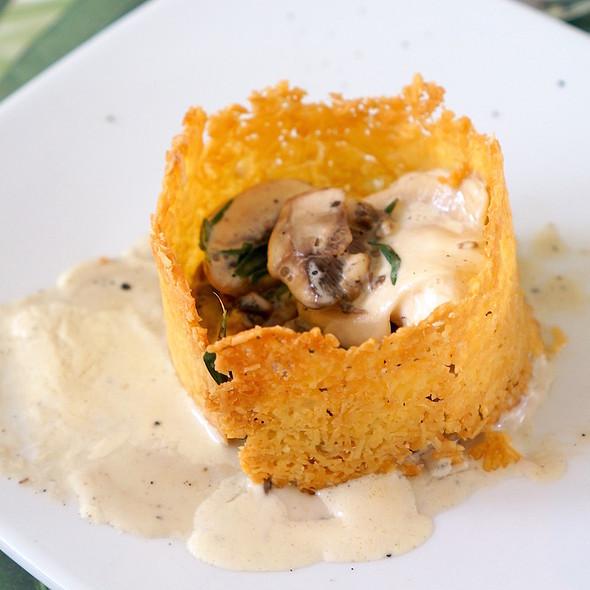 Mushrooms in garlic sauce with parmesan crisp