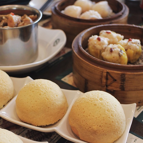 Baked Pork Buns And Dimsum