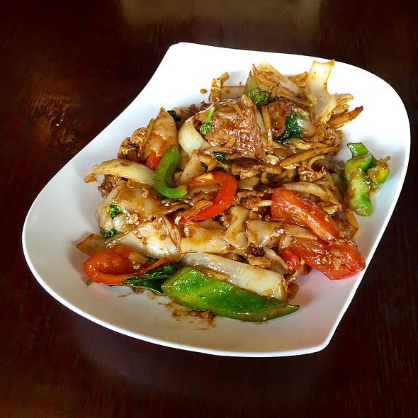 Pad Kee Mao @ Hanuman Thai Cafe