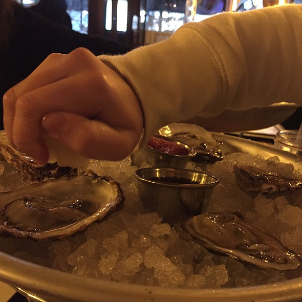 Oyster Happy Hour @ Mominette