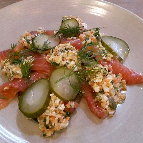 Cured salmon with chopped eggs