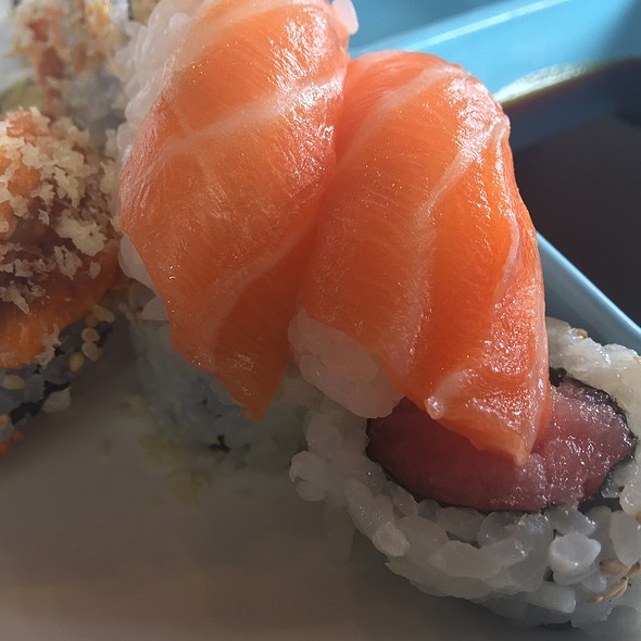 Salmonslurp @ Santos Buffet & Sushi