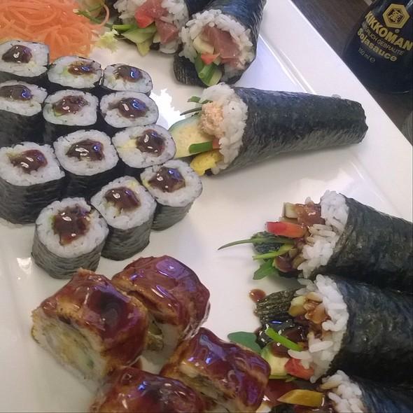Handroll&Sushi Sampler