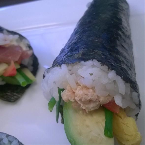 Handroll Salmon Advocado