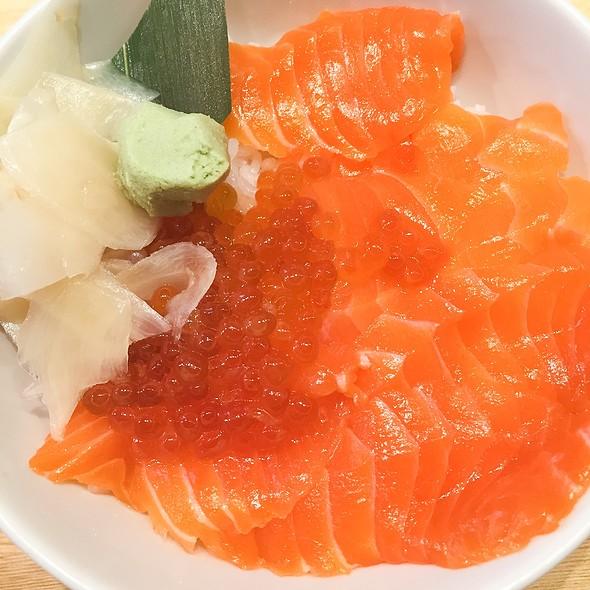 Salmon Ikura Oyako Don @ Tsukiji Itadori Market