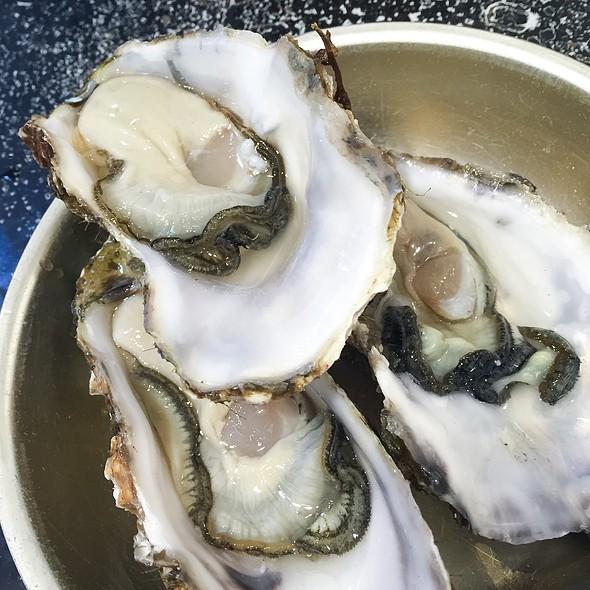 Oysters @ Tsukiji Fish Market