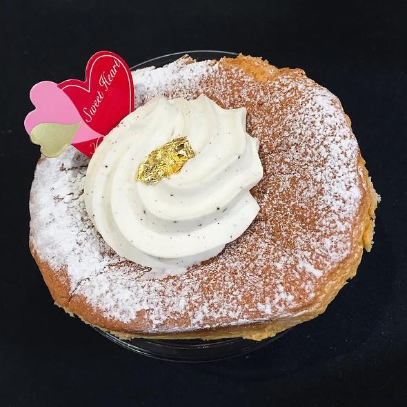 Chiffon Cake @ Tokyo Entotsu (Odakyu Shinjuku)