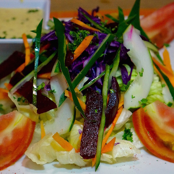Jamburst salad – carrots, cucumber, red cabbage, lettuce, tomato, papaya dressing