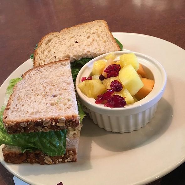 Tuna Herb Sandwich