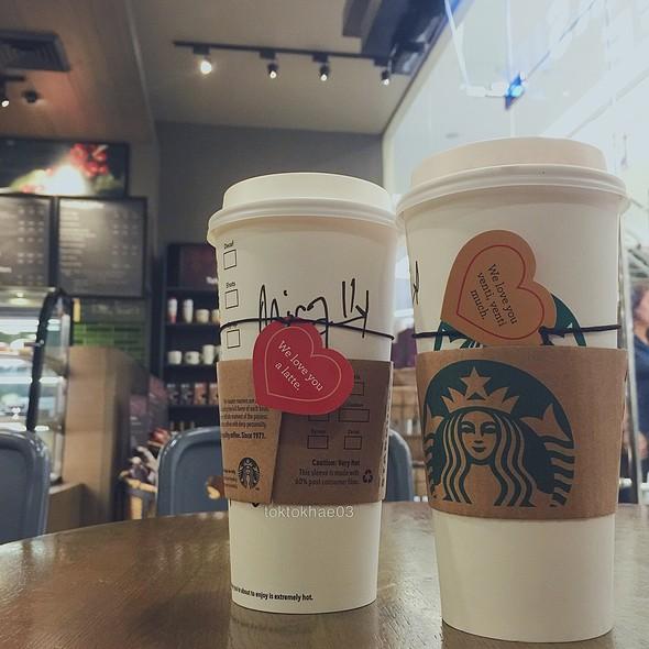 White Hot Chocolate & Signature Hot Chocolate
