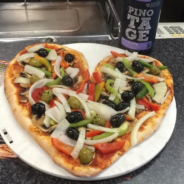 Vegetarian Pizza @ Bakkal