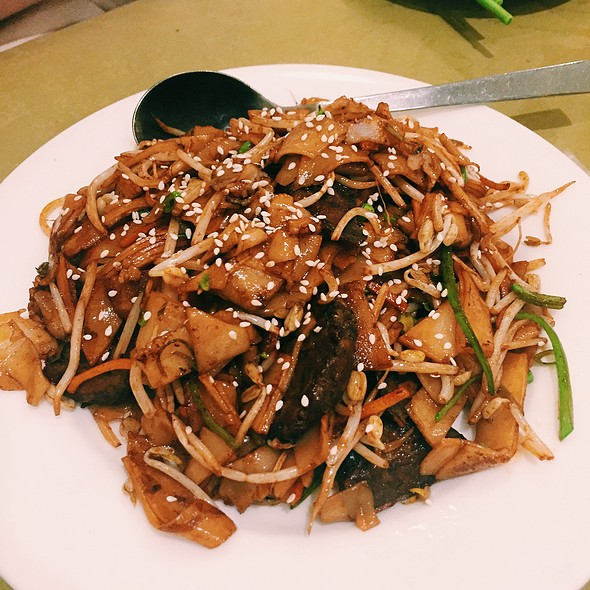 Flat Rice Noodle With Vegebeef