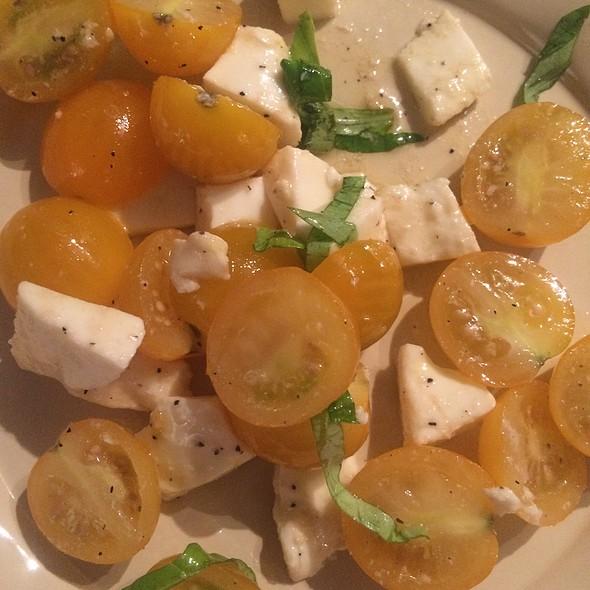 Sweet Tomato Caprese Salad