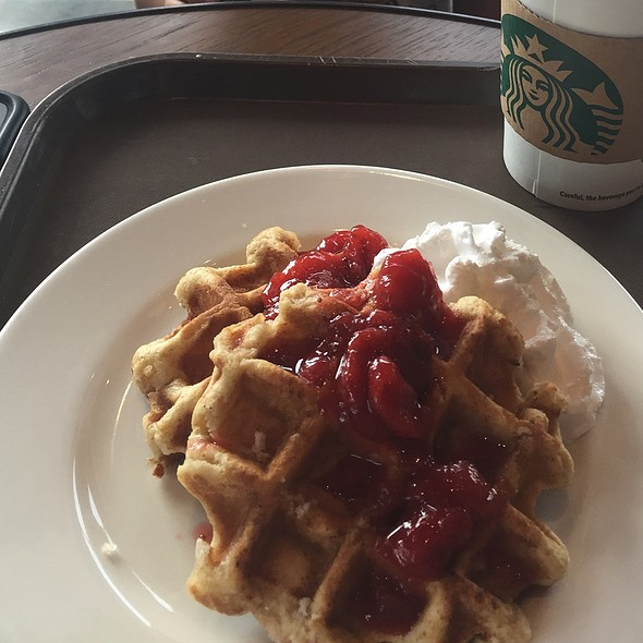 Waffles With Strawberry And Chantilly