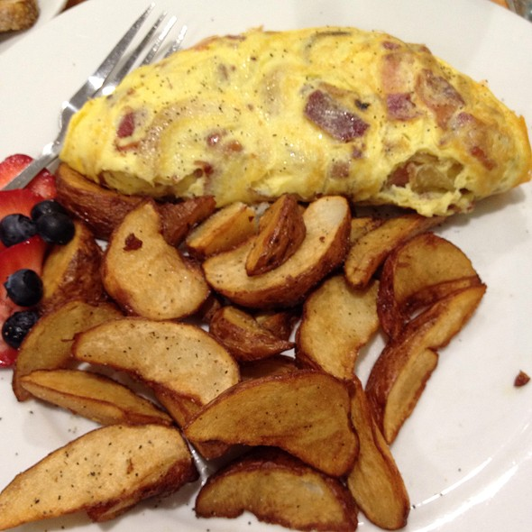 Omlette With Bacon, Cheddar & Onion